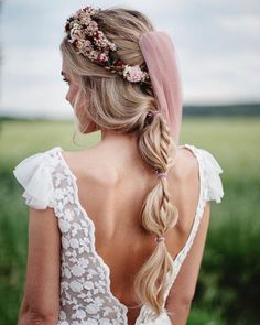 "Wedding Inspiration | Amanda on Instagram: ""⁠Intricate bridal braids are on the up + up, and this is just one of our 30 favorites that made us do a double-take recently. See more…"" Chignon Wedding, Romantic Wedding Hair, Beach Wedding Hair, Braided Hairstyles For Wedding, Chic Wedding, Isabella Blow, Bridal Braids, Bridal Hair, Bridal Gowns"