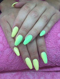 Natasja har lavet disse flotte Neon Pastel negle i gele og Gel Polish