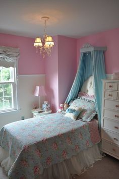 <3 this sweet big girl room in pastel pinks and blues