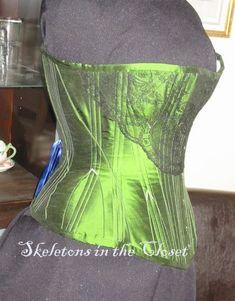 The Merry Corsetier - 1891 Corset. Green Corset, Costume Ideas, Costumes, Chantilly Lace, Green Silk, Asylum, News Design, Really Cool Stuff, Eye Candy