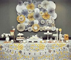 Ready to create your next candy buffet? We have for you 15 ideas that will make sure that your candy buffet is out of this world. Baby Girl Shower Themes, Unique Baby Shower, Vintage Dessert Tables, Party Kulissen, Party Ideas, 60s Party, Diy Ideas, Deco Buffet, Candy Buffet