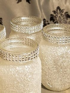mason jar crafts Pint-size mason jars glittered with fine iridescent white glitter with diamond wrap around the mouth of the jar. These are small 16 oz jars that are sealed to prevent Pot Mason Diy, Mason Jar Crafts, Pots Mason, Crafts With Jars, Uses For Mason Jars, Small Centerpieces, Wedding Centerpieces, Christmas Centerpieces, Quinceanera Centerpieces