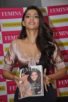 Sonam Kapoor Bollywood Actress Deep Cleavage Show