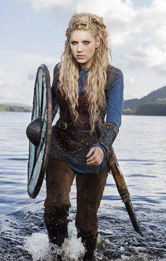 Viking Hairstyles Male, Viking Haircut, Hairstyles Men, Viking Halloween Costume, Vikings Halloween, Female Viking Costume, Shaved Head With Beard, Lagertha Hair, Viking Braids