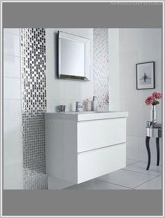 Bad beispiele  Cappuccino Fliesen und weiße Farbe im kleinen Bad | Bad beige ...