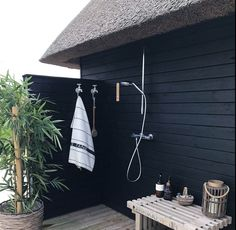 Homestya is a web that discusses home design both interior and exterior. Outdoor Bathrooms, Outdoor Baths, Outdoor Showers, Outside Living, Outdoor Living, Exterior Design, Interior And Exterior, Pergola, The Way Home