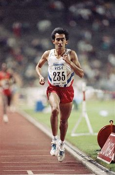 Arturo Barrios. Set 10K WR in 1989 (27:08) which wasn't broken until five years later. First man to run under 60 minutes for the half-marathon. Won the Bay to Breakers race four consecutive times.