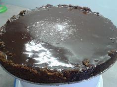 Čokoládový dort s lískooříškovou krustou a čoko glazůrou :-)