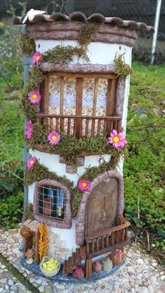1 million+ Stunning Free Images to Use Anywhere Clay Fairy House, Fairy Garden Houses, Clay Houses, Ceramic Houses, Diy Bottle, Bottle Art, Fairy Crafts, Diy And Crafts, Tile Crafts