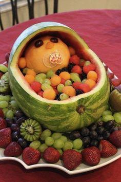 Hör auf, Melonenbaby, hör auf.   11 sehr verstörende Bilder von Speisen, die wie Babys geformt sind