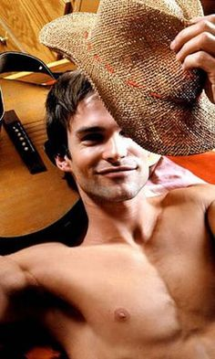 Sean William Scott- He makes me laugh and looks good doing it!