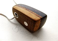 Original Handmade Wooden Pendant made by por WoodpeckerJewellery