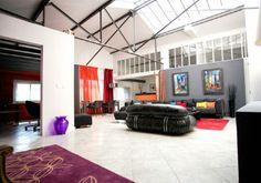 Ce magnifique loft de 160 m² est issu de la réhabilitation d'une ancienne usine située non loin du boulevard Baille, à mi-chemin entre Caste...
