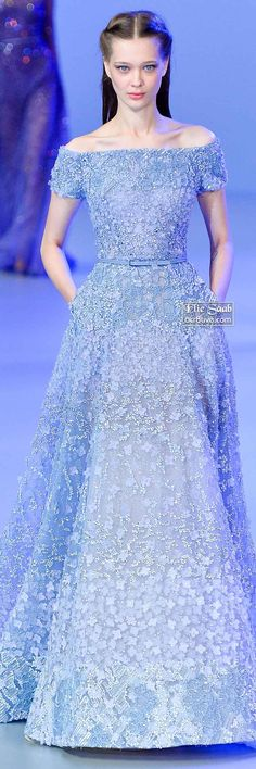 A model walks the runway at the Elie Saab Spring Summer 2014 fashion show during Paris Haute Couture Fashion Week on January 2014 in Paris, France. Couture Fashion, Runway Fashion, Fashion Show, Fashion 2018, Dress Fashion, Women's Fashion, Beautiful Gowns, Beautiful Outfits, Elegant Dresses