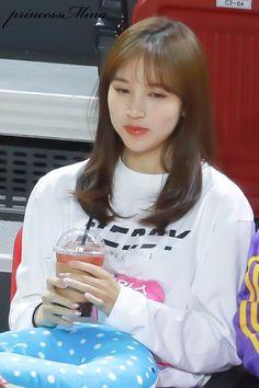 """ 190107 ISAC Recording © Princess Mina | Do not edit. "" Kpop Girl Groups, Korean Girl Groups, Kpop Girls, Nayeon, Myoui Mina, Hirai Momo, Dahyun, Bias Wrecker, South Korean Girls"