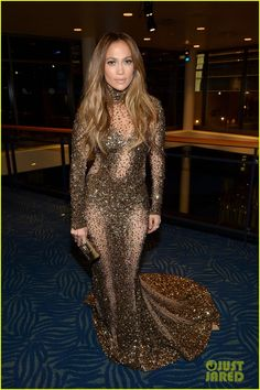 jennifer lopez amas 2013 with casper smart 01 Jennifer Lopez looks gorgeous in a shimmering golden dress while posing backstage at the 2013 American Music Awards held at the Nokia Theatre L.A. Live on Sunday…