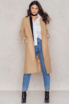 We love this classic coat! The Classic Wool Coat by NA-KD comes in beige and features collar, long sleeve with button details at cuffs, two front pockets and double breasted design. Fully lined, slit at back. Style with ankle boots, ripped jeans and a tucked in shirt.