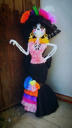 Day Of The Dead Party, Day Of The Dead Skull, Halloween Crafts, Halloween Decorations, Surprise Sinterklaas, Trunk Or Treat, Ideas Para Fiestas, Death, Witch Dolls