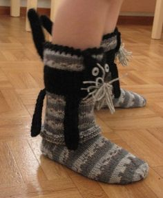 kissasukat Wool Socks, Knitting Socks, Tunisian Crochet, Crochet Yarn, Hobbies And Crafts, Mittens, Free Pattern, Slippers, Footwear