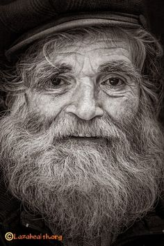 Portrait of an old man He has kind eyes Old Faces, Many Faces, Old Man Face, Black And White Portraits, Nature Paintings, Interesting Faces, Old Men, People Around The World, Alter