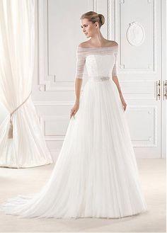 Esien - Lovely sheer mid-sleeve on Pronovias 2015 wedding gown Bridal Dresses Online, 2015 Wedding Dresses, Designer Wedding Dresses, Bridal Gowns, Wedding Gowns, Dresses 2014, Ball Dresses, Ball Gowns, Half Sleeve Wedding Dress