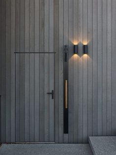 Wanaka Alpine House by Daniel Marshall Architects Cladding Design, House Cladding, Exterior Cladding, Wooden Cladding, Alpine House, Modern Barn House, Dream House Exterior, Architecture Details, Black House