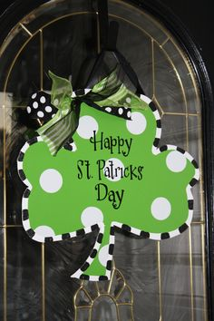 St. Patricks day Shamrock...I can totally do this paint, paint markers, ribbon and wood clover