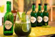 Dieser hippe Algendrink hört auf den Namen HELGA und hat als Superfoodingredienz die Chlorella-Alge mit viel Vitamin B12. Superfood, Vitamin B12, Blog, Drinks, Bottle, Feel Better, Names, Healthy, Drinking