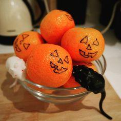 Healthy halloween snack Healthy Halloween Snacks, Halloween Party, Orange, Fruit, Breakfast, Food, Morning Coffee, Essen, Meals