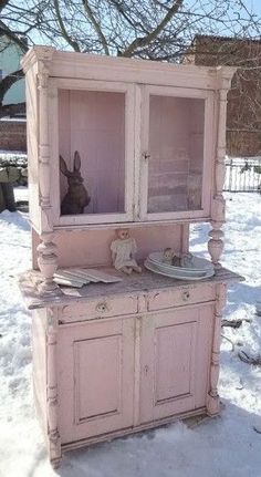 L*o*v*e this piece! Chippy pink painted cupboard