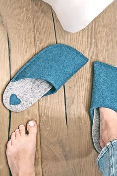 Unique gift for girlfriend, wife - warm wool felt slippers. Wedding Gifts For Bride, Bride Gifts, Unique Gifts For Girlfriend, Handmade House, Wool Shoes, Groom Pictures, Felted Slippers, Wool Felt, Summer Wedding