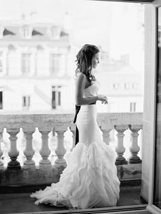 Is there anything more glamorous than a #Paris #elopement | Chic Paris Elopement from One and Only Paris Photography  Read more - http://www.stylemepretty.com/destination-weddings/2013/08/15/chic-paris-elopement-from-one-and-only-paris-photography/