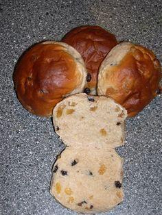 """In 'Bread' van Jeffrey Hamelman  staat een heerlijk recept voor """"Hot Cross Buns"""". Dit recept heb ik als uitgangspunt gebruikt voor deze """"Ro..."""