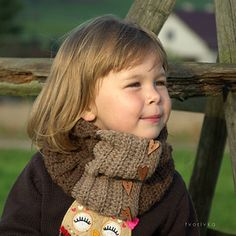 Crochet pattern - variable scarf with snap buttons – you can wear it pulled to the nose, like a turtleneck, unbottoned in part etc. It can be crocheted simple without buttons.
