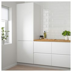 VOXTORP Door, high gloss light beige, VOXTORP is a smooth, high-gloss door with integrated handles. It brings clean lines and an open, modern look to your kitchen. Ikea Ringhult, Classic Kitchen, Kitchen Modern, Modern White Kitchens, Functional Kitchen, Modern Farmhouse, Scandinavian Kitchen, White Doors, Cuisines Design