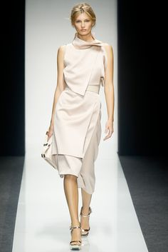 c634c891f7486a Gianfranco Ferré Spring 2014 Ready-to-Wear Collection Photos - Vogue Mode  Gegevens