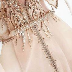❤️ 🍂 🍂🌸🇶🇦 يا ربي نور بصرتي🌹 وعلق قلبي في رحاب الصالحين ... 💕 للطلب او الحجز التواصل وتساب 📲 +974 7099 5603🇶🇦 💕🇶🇦🕊 🌸 🍃 #الدفنة #ام_صلال… Couture Details, Fashion Details, Arab Fashion, Womens Fashion, Hijab Evening Dress, Oriental Dress, Couture Embroidery, Pakistani Bridal Wear, Moroccan Caftan