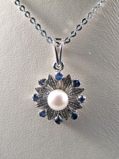 ★ Brilliant Blue ★ Vintage 18k White Gold Flower pendant with Sapphires and Pearl - Gift for Her - Anniversary