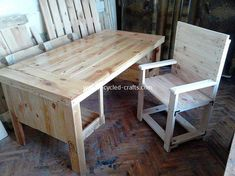As I stated to create this table and chair I naturally first took apart three pallets and processed timber with a belt and rotary sander. It has a length of 160 cm, height 75 cm, width 80 cm. The height… Wood Pallet Tables, Pallet Desk, Pallet Furniture Plans, Pallet Furniture Designs, Wooden Pallet Projects, Diy Furniture, Pallet Benches, Pallet Wood, Pallet Designs
