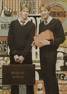 Fred & George Weasley aka Oliver & James Phelps U GOTTA luv The Weasley Twins from Harry Potter! Hogwarts, Harry Potter Pictures, Harry Potter Characters, Immer Harry Potter, Familia Weasley, Wallpaper Harry Potter, F4 Boys Over Flowers, Oliver Phelps, Weasley Twins