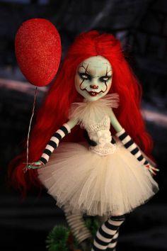 OOAK Monster High doll Pennywise the Dancing Clown Creepy Baby Dolls, Creepy Clown, Creepy Art, Custom Monster High Dolls, Monster Dolls, Custom Dolls, Halloween Snacks, Halloween Doll, Zombie Dolls