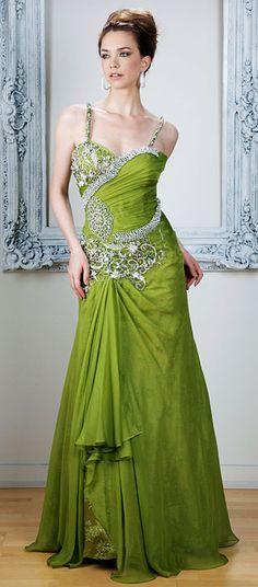 Vestido de festa para señoras y damas en chiffon y saten~ Fotografiado en Verde