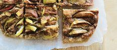 Tämä omenapiirakka on tehty ilman valkoista sokeria, ilman kananmunaa tai voita. Maukas piirakka saa makua vaahterasiirapista ja kaurahiutaleista. Vegan, Baking, Desserts, Food, Tailgate Desserts, Deserts, Bakken, Essen, Postres