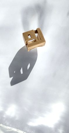 Lucero Wearable Art (3D printed jewelry) : Wearable art rings, 3D printed in organic plastic and hand polished. Geometric shape and minimal Ring. It is a piece of contemporary jewelry. Origami, 3d Art, 3d Printed Jewelry, Sculpture, Oeuvre D'art, Geometric Shapes, Les Oeuvres, Wearable Art, Etsy Store
