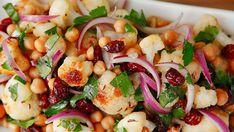 Květákový salát s cizrnou a brusinkami Me Clean, Chorizo, Pasta Salad, Potato Salad, Salads, Clean Eating, Potatoes, Fresh, Menu