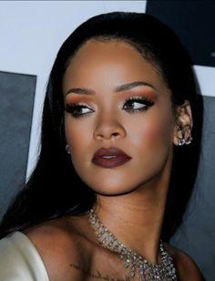 Rihanna red lip