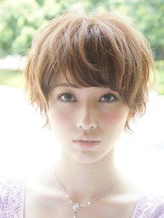 ヘアサロン「LIPPS青山」が担当したヘアスタイル「夏だ!小顔マッシュショート☆」の画像です。