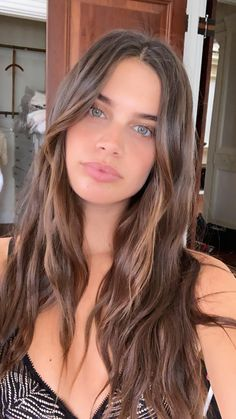 See the most beautiful pictures of girl celebrities, famous models, popular artists, girl streamers and more! Hair Inspo, Hair Inspiration, Stunning Eyes, Beautiful, Pelo Natural, Sara Sampaio, Dream Hair, Summer Hairstyles, Mannequins