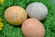 Fun Easter Egg Decorating Idea...Marble Easter Eggs