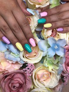 Sárga, lila, zöld, rózsaszín, kék zselés köröm Prom Nails, Party Nails